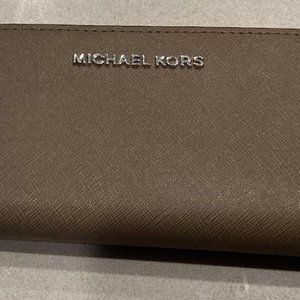 Michael Kors Wallet Wristlet - Taupe
